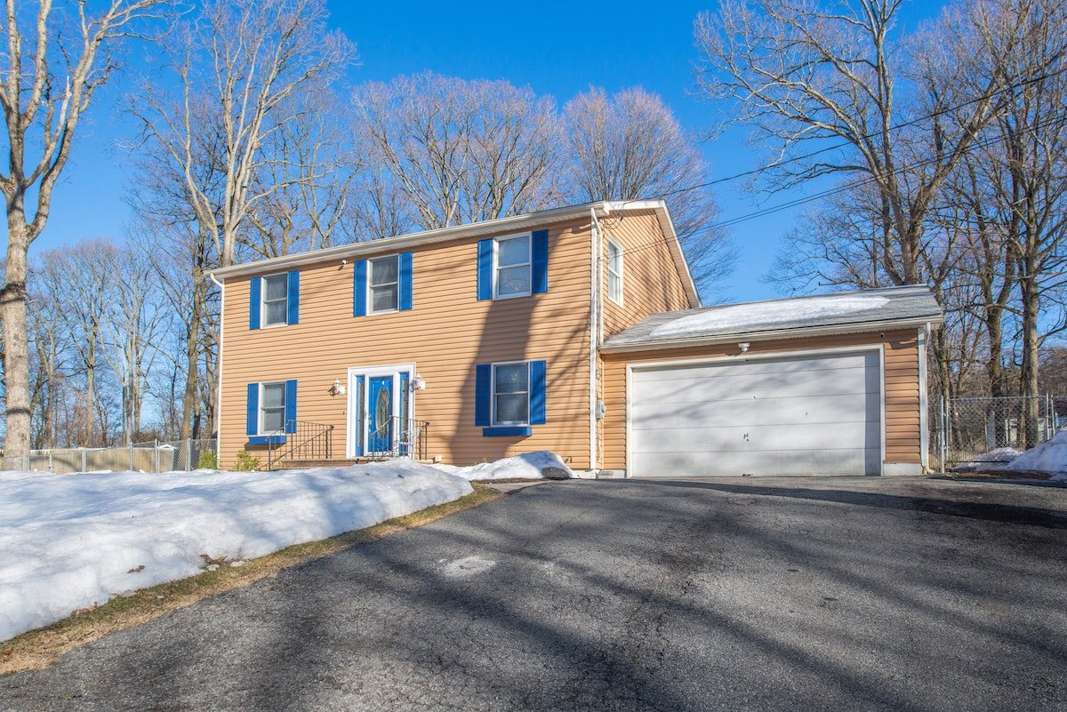 23 Mountain Rd Hopatcong